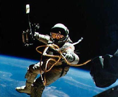 Joyeux 85ème Anniversaire Buzz Aldrin !  10074018