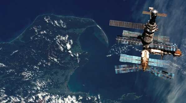 Payloads: SPACEHAB/Mir 03; KidSat; Shuttle Amateur Radio Experiment (SAREX) ...
